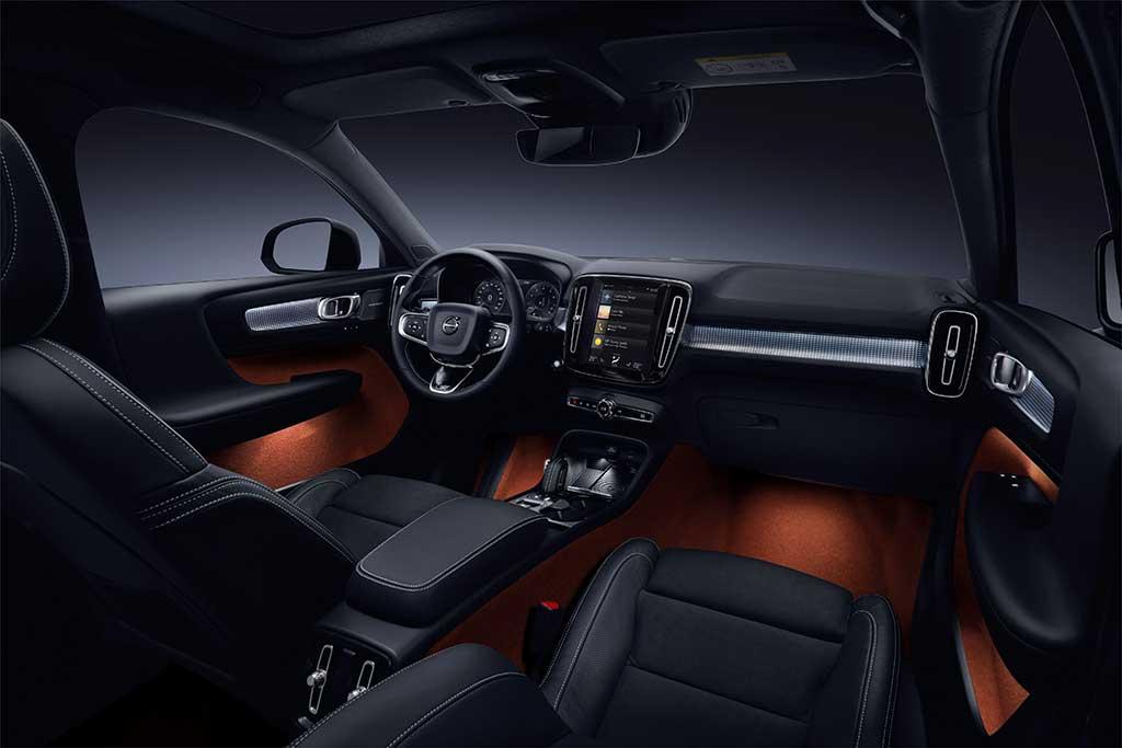 213042 New Volvo XC40 interior